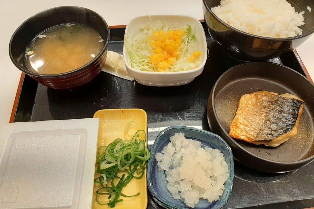 Japanisches Frühstück, Gegrillter Fisch mit Reis