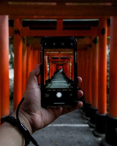 Fotoss schießen am Fushimi Inari Taisha in Kyoto