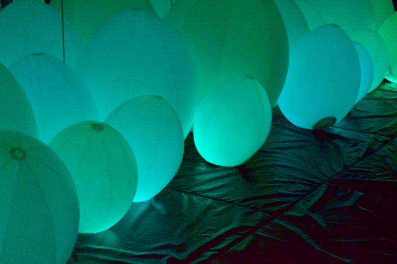 Teamlab Borderless, Überdimensionale Luftballons, Kunstmuseum