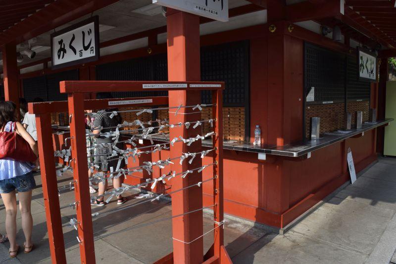 Omikuji-Zettel, Wahrsagerei im japanischen Tempel